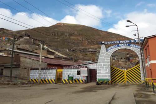 Policía aprehende a dos ladrones de mineral en Huanuni