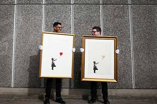 Aparecen las primeras fotos oficiales de Banksy, el popular artista moderno que se niega a dar la cara