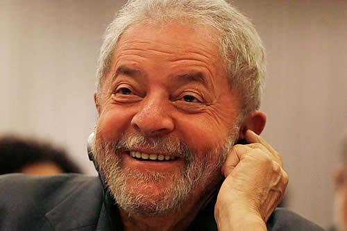 Lula celebra su libertad con un tuit que enciende las redes