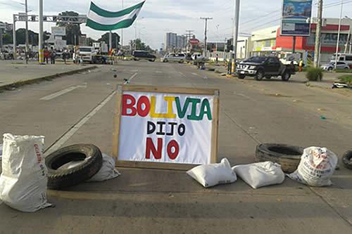 Bloqueos causan desabastecimiento de alimentos y gas licuado en la ciudad de Santa Cruz