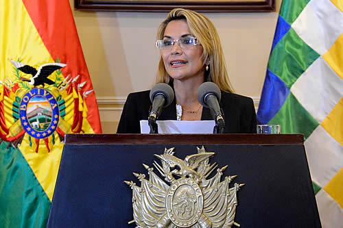 Presidenta instruye a Ministro de Gobierno evaluar daños a instituciones policiales para iniciar su recuperación