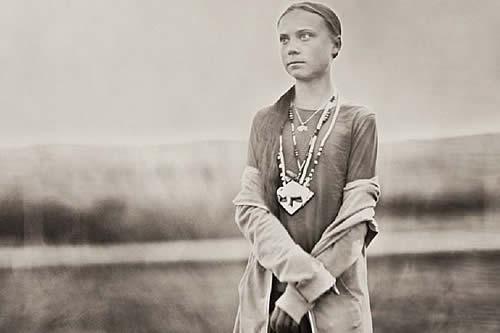 Encuentran una impactante foto: ¿Greta Thunberg es una viajera del tiempo?