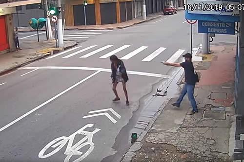 Mata a tiros a una mujer sin hogar que le pidió 24 centavos de dólar en Brasil