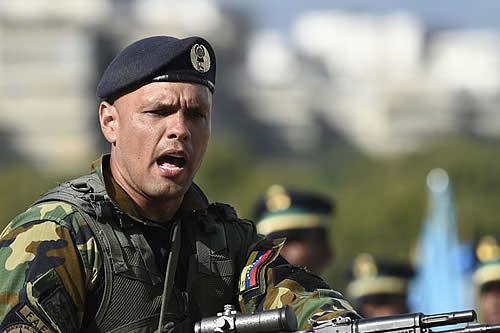 Comisión universitaria de oposición entrega pliego de peticiones a militares venezolanos