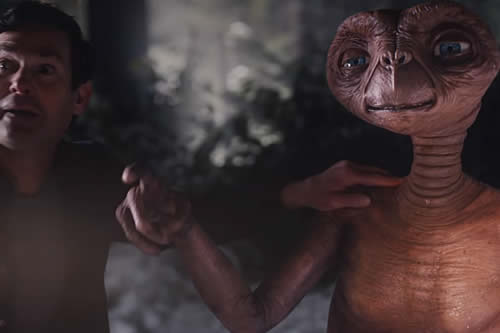 E.T. y Elliott se reencuentran en un emotivo anuncio navideño