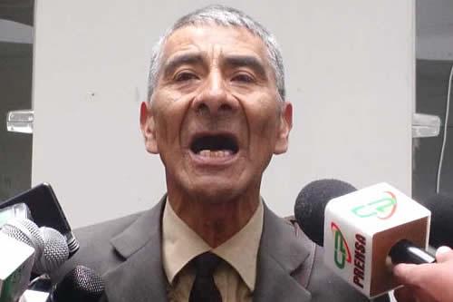 Un abogado es el primer postulante a vocal del TSE y dice que el MAS debe perder la personería