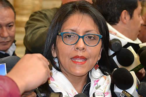 López huyó del país y Gobierno pide a Interpol que active alerta roja