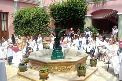 Reinas Hispanoamericanas llegan a Sucre donde se elegirá el mejor traje típico