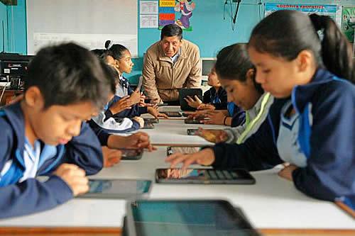 """Presidente felicita a los maestros bolivianos: """"La educación es la base para construir una patria más justa"""""""
