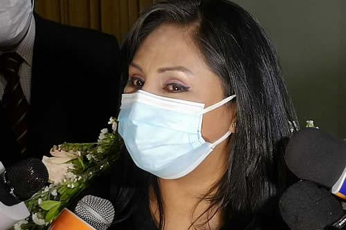 Gobernador Quispe posesiona a Maritza Huarachi como directora del Sedes