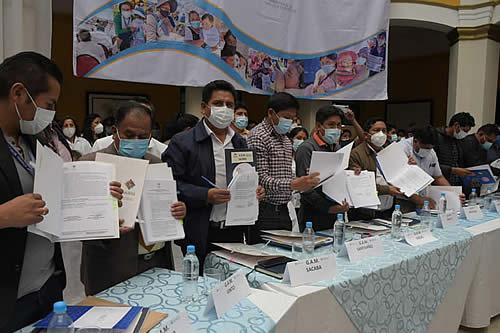 Ministerio de Salud y 48 alcaldías de Cochabamba garantizan por cuatro años la permanencia de 776 médicos