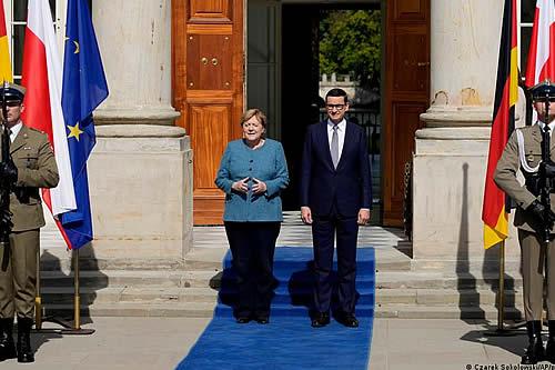 Merkel pide a Bielorrusia que ayude a los migrantes en lugar de enviarlos a la UE