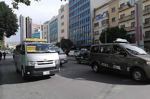 Policía reporta libre tránsito en la ciudad de La Paz tras amagues de bloqueos