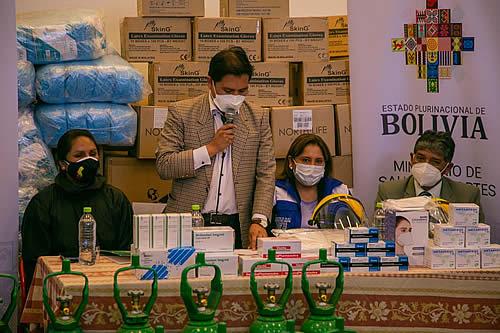 Salud entrega Bs 2,1 millones en medicamentos, insumos y equipos al Hospital de Clínicas de La Paz