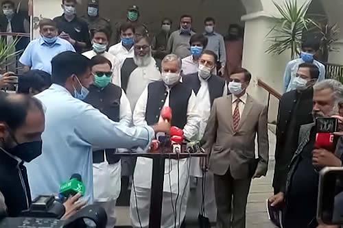 Periodistas boicotean a un ministro y abandonan su rueda de prensa cuando reaparece tras hacerlos esperar dos horas