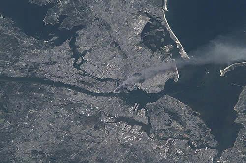 Una imagen de satélite de la NASA muestra el impacto de los atentados del 11 de septiembre de 2001