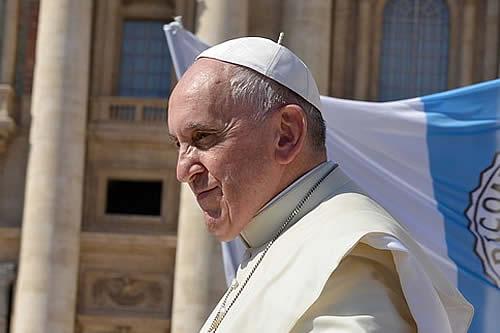 El papa pide que se esclarezca el caso de los niños indígenas en Canadá