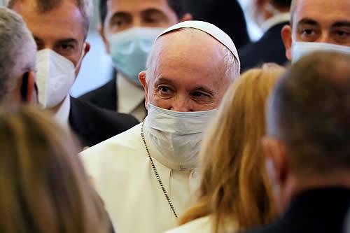 """El papa Francisco califica de """"gangrena para la sociedad"""" el pensamiento de que autorrealizarse """"significa ganar dinero"""""""