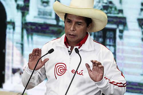 Pedro Castillo pasa a encabezar escrutinio al 94,05% de los votos en Perú