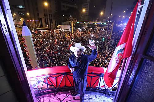 """Pedro Castillo al presidente Arce: """"Seguiremos luchando por lograr un Patria Grande próspera, hermosa y fraterna"""""""