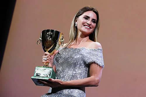 Penélope Cruz, mejor actriz por 'Madres paralelas' en el Festival de Venecia