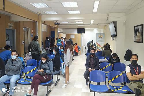 Cerca de 700 compatriotas bolivianos se benefician con el trabajo de consulados en fin de semana
