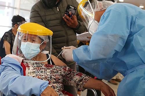 Perú espera vacunar contra el COVID-19 a 5 millones de sus habitantes hasta julio próximo
