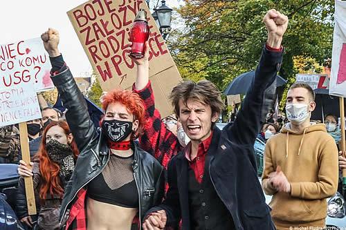 Manifiestan en Polonia por tercer día consecutivo contra prohibición casi total del aborto