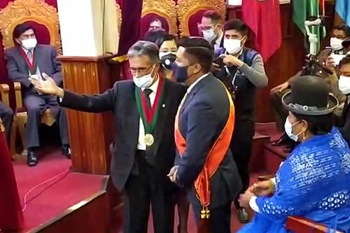 Posesionan a Adhemar Wilcarani como alcalde con el pedido de progreso para Oruro