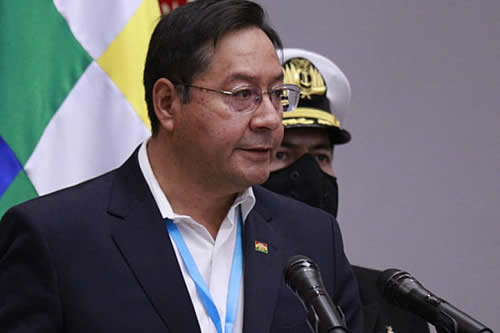 Presidente pide a FFAA trabajar por la unidad de todos los bolivianos y defender la democracia