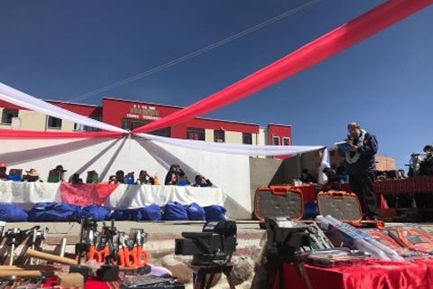 Aguilar entrega equipamiento a Unidad Educativa Omasuyos en municipio de Achacachi