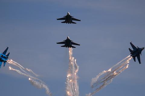 Aviones militares rusos exhiben acrobacias aéreas durante el foro Army 2019