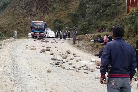 Adepcoca instaló bloqueo de caminos en Unduavi