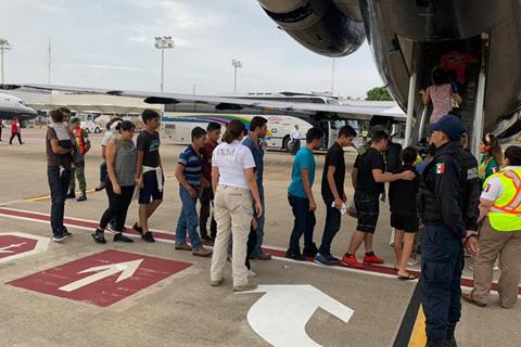 México deporta a 105 migrantes hondureños tras lograr un acuerdo con EE.UU.