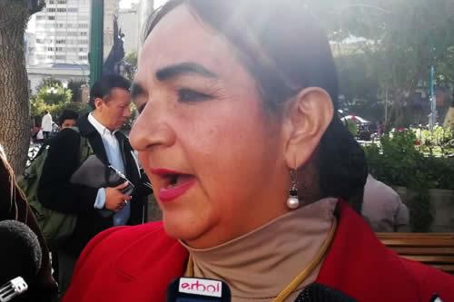 Opositora se estrella contra Almagro y llama a protestar contra su visita