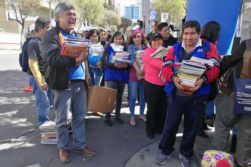 """Ministerio de Educación recolectó más de 170.000 libros en un mes de la campaña """"Bolivia Lee"""""""