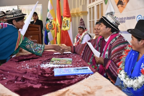 Presidente entrega 75 proyectos del Fondo Indígena a 34 municipios de Potosí