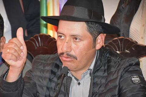 MAS respalda a Urquizu, pero le pide reflexionar
