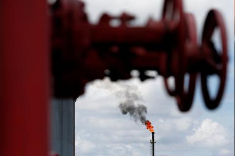 El precio del petróleo Brent cae por debajo de los 69 dólares por barril por primera vez desde el 5 de abril