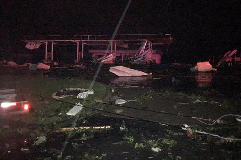 """Un fuerte tornado golpea Misuri dejando 3 muertos y una """"situación caótica"""" en la región"""