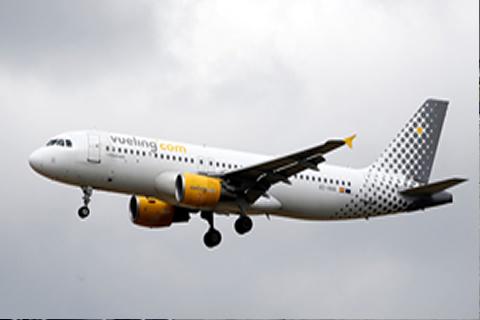 Un avión de Vueling con destino a Ibiza aterriza de emergencia en Barcelona por amenaza de bomba