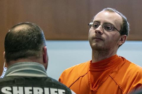 Condenan a dos cadenas perpetuas a un hombre de 21 años que secuestró a una menor y asesinó a sus padres