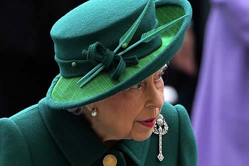 ¿En quién confía la reina Isabel II para encabezar la familia real británica?