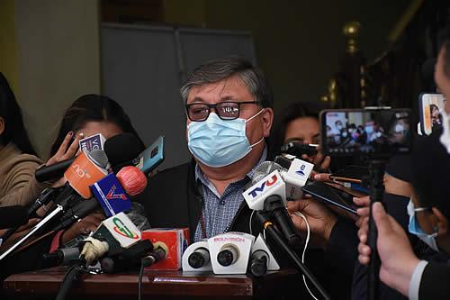 El secretario de Salud René Sahonero ingresa a terapia intensiva tras contraer COVID-19
