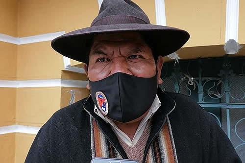 Roberto de la Cruz dice que Rómulo Calvo debe pedir perdón por sus dichos contra la wiphala y sugiere su renuncia