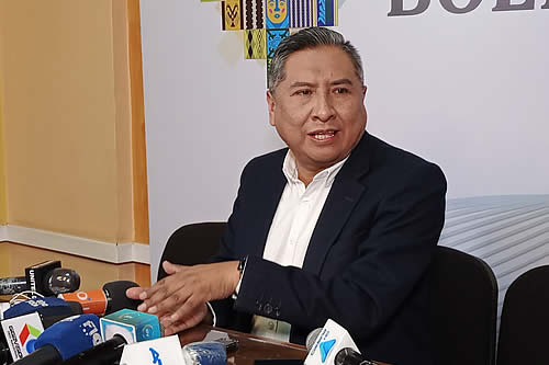 Canciller pide que opositores no solo reclamen por derechos de Áñez, sino también por víctimas de masacres