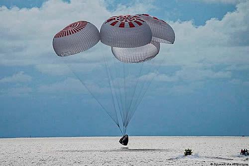 Vuelo de turistas espaciales culmina en un exitoso amerizaje