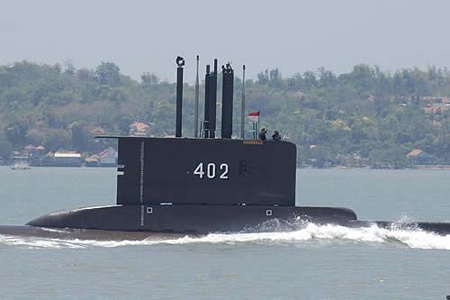Desaparece submarino indonesio con 53 tripulantes