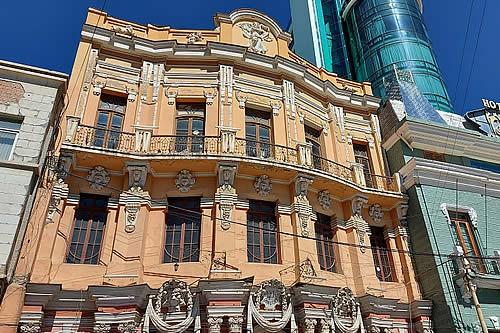 Universidad Técnica de Oruro devuelve la infraestructura del Teatro Palais Concert a la Gobernación