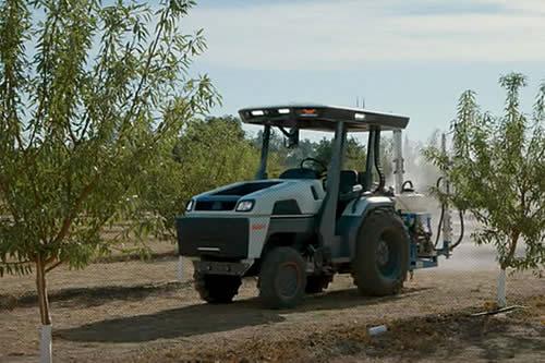 Robots de campo: una 'startup' atrae 20 millones de dólares en inversiones para tractores eléctricos inteligentes